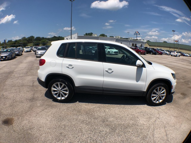 Pre-Owned 2017 Volkswagen Tiguan Limited